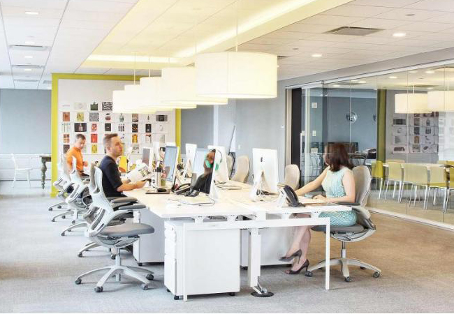 C mo iluminar una oficina voltimum espa a for Iluminacion led oficinas